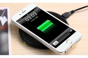 Produktbild von Drahtloses Ladegerät für iPhone oder Android in Schwarz oder Weiß